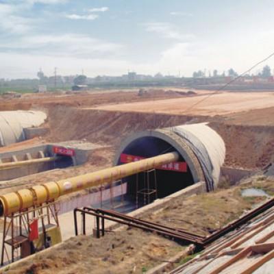 三一V8系车载泵、C9系混凝土泵车在厦门翔安隧道施工现场